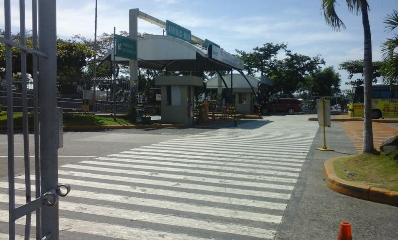 【上級者向け】ターミナル1*徒歩で空港外へ出る方法!イメージ
