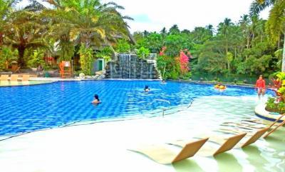 Escudero_Swimmingpool.jpg