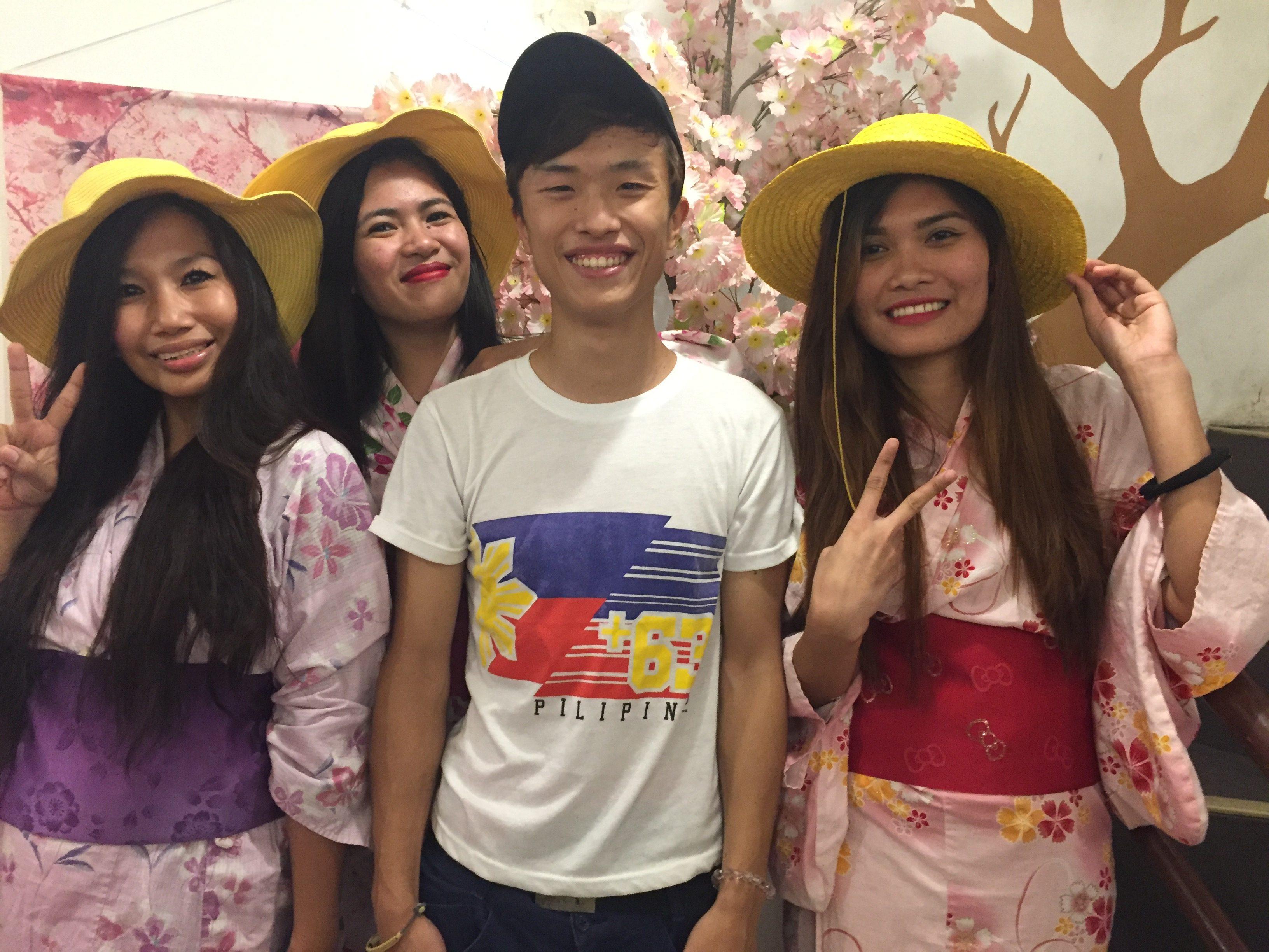 日本人の若者が経営しているフィリピン人に大人気のカワイイ・カフェ